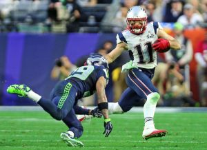 (020115 Glendale, AZ) New England Patriots wide receiver Julian Edelman gets past Seattle Seahawks free safety Earl Thomas as the New England Patriots take on the Seattle Seahawks in Super Bowl XLIX in Glendale, AZ. (Sunday,February 1, 2015). Staff
